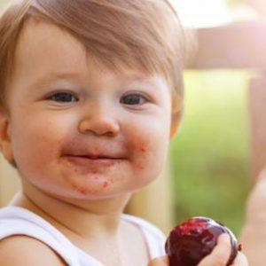 bebé, fruta, alergias, verano