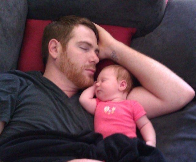 padre, bebé, durmiendo juntos, siesta