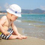 Bebé, playa, verano, bañador, gorrito