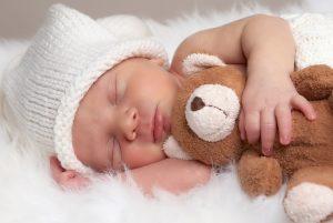 bebé, peluche, gorrido, cama, dormido, sueño, descanso, verano