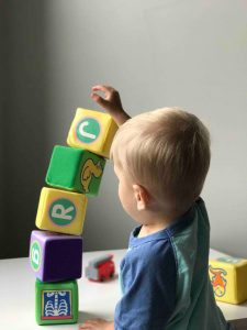 guardería, ventajas, desventajas, pros, contras, bebés, niños, padres, niñera