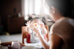 alimentación, errores, pequeños, bebés, leche, zumo, fruta