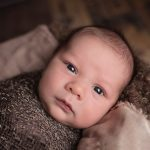 bebé, masaje, estreñimiento, gases, estómago, leche materna
