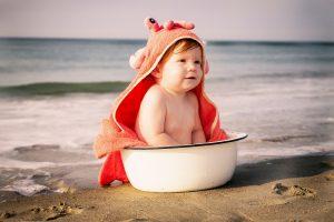 bebé, mar, verano, arena, protección, consejos
